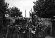 Grévistes-métallurgie-usine-banlieue-Paris1936