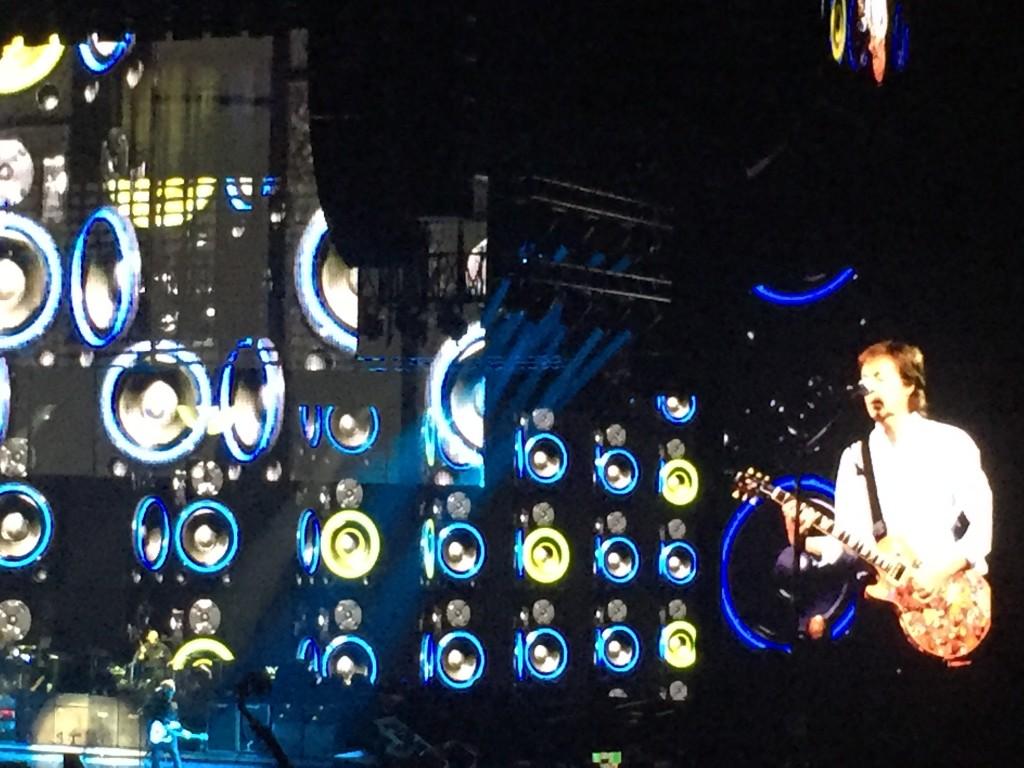 Paul McCartney fait rêver le public de l'AccorHotelsArena avec une setlist entièrement revisitée