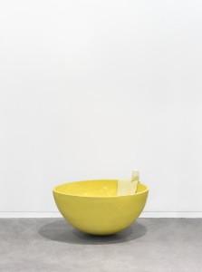 Gwendoline Perrigueux, Mon Île, 2016 Céramique émaillée, pâte polymère, savon, pigments, 50 x 80 x 80 cm
