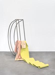Gwendoline Perrigueux,  Indécise, 2016,  Lascives Acier thermolaqué, cuir, néoprène  168 x 127 x 27 cm  Pièce unique  Certificat d'authenticité  248