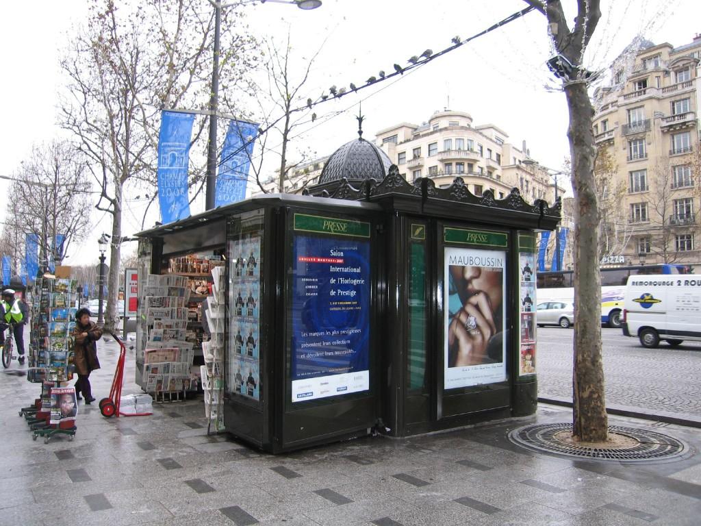 De nouveaux kiosques à journaux pour Paris