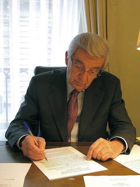 La possible nomination de Jean-Pierre Chevènement à la tête de la Fondation pour l'Islam fait débat