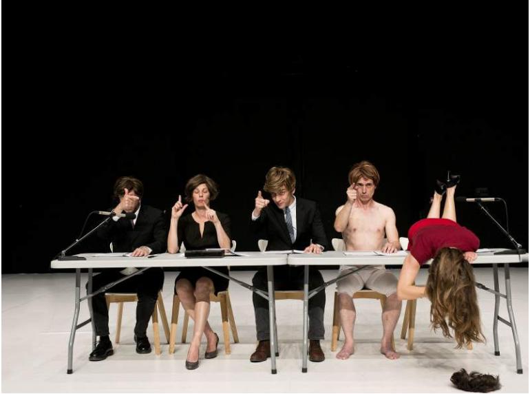 «Le Cabaret discrépant», Olivia Grandville traduit le lettrisme en gestes