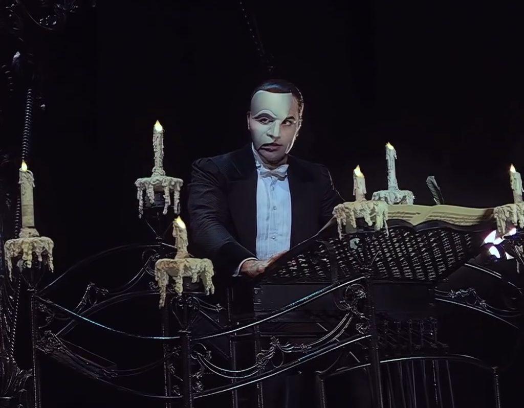 Maudit par le feu, Le Fantôme de l'Opéra ne sera pas présenté aux Français avant 2017
