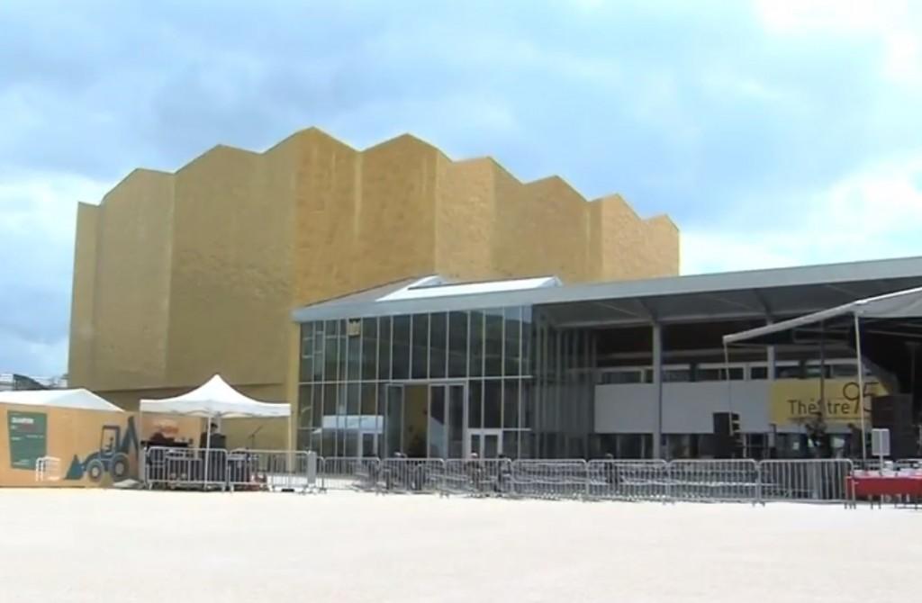 Fusion des deux grands théâtres de Cergy-Pontoise, L'apostrophe et le Théâtre 95