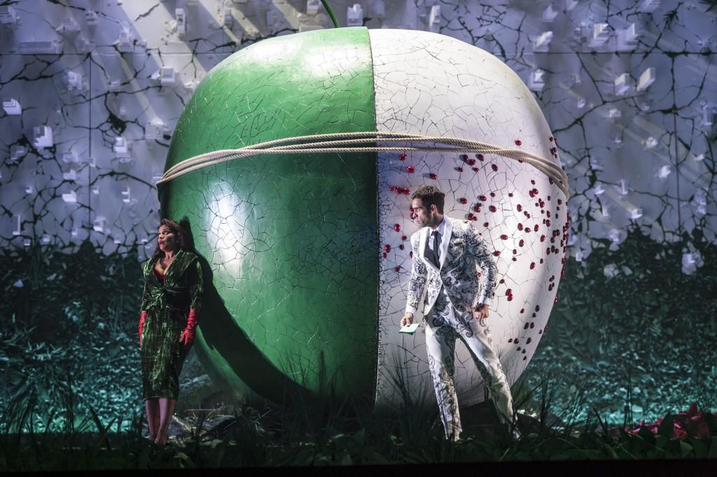 « L'Elixir d'amour » à Strasbourg : pomme pomme pomme pomme