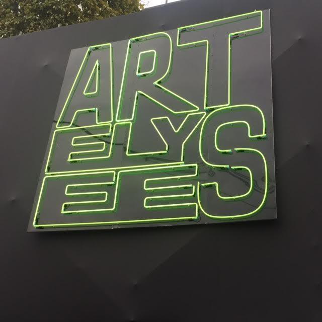 Une foire Art Elysées élégante entre les Champs-Elysées et le Park Hyatt