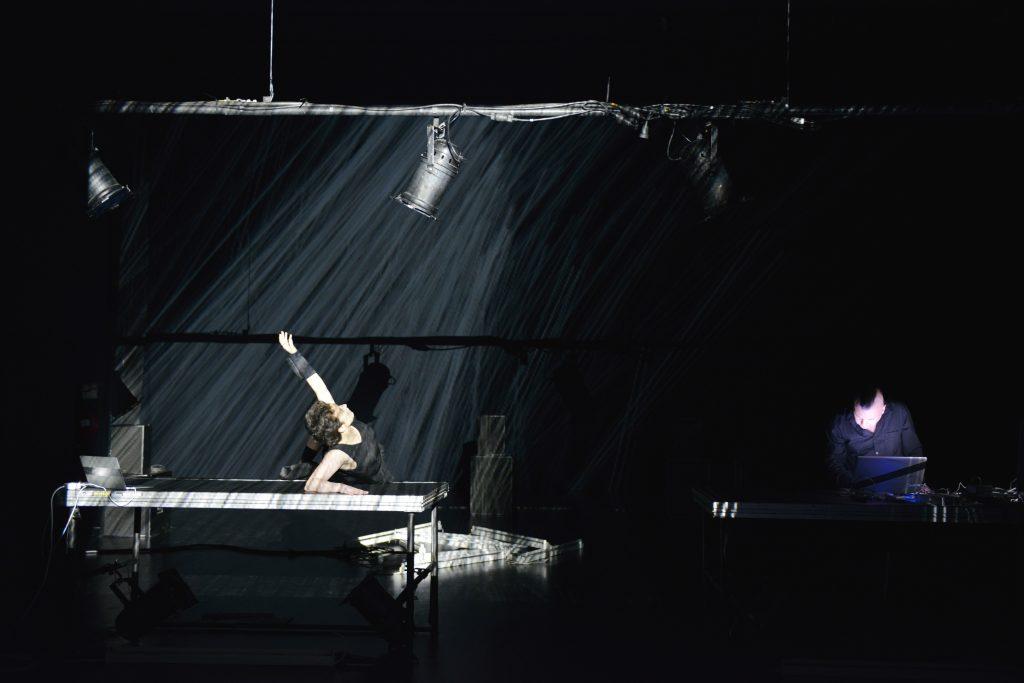 Le vol de nuit de Myriam Gourfink et Kasper T.Toeplitz aux Inaccoutumés