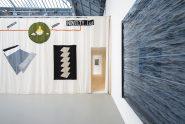 """Vue de l'exposition de Douglas Eynon & Erwan Mahéo, """"NOVELTY Ltd."""" à La Verrière - Fondation d'entreprise Hermès, 2017. © Isabelle Arthuis. Fondation d'entreprise Hermès"""