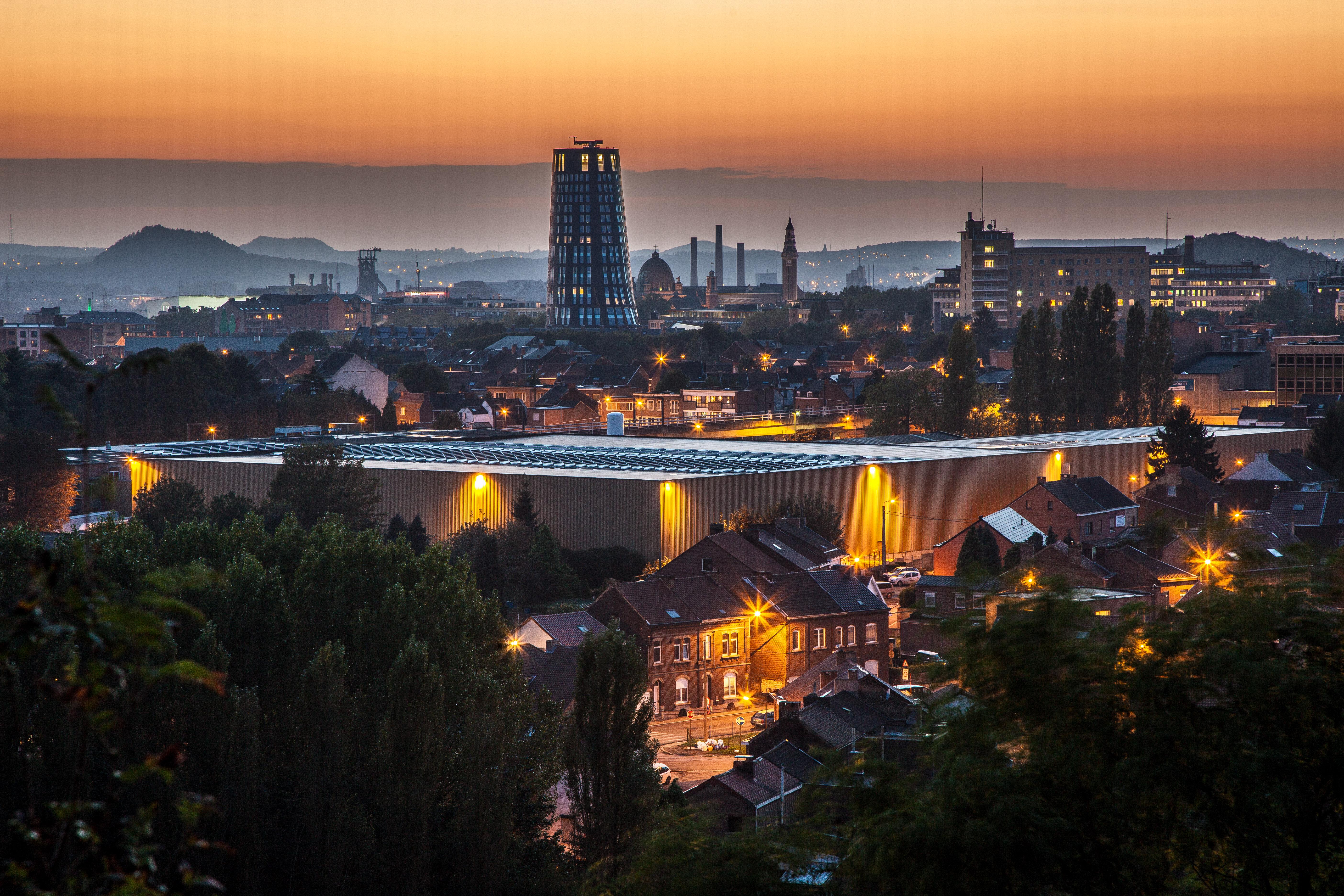 Tour de police de Charleroi de nuit