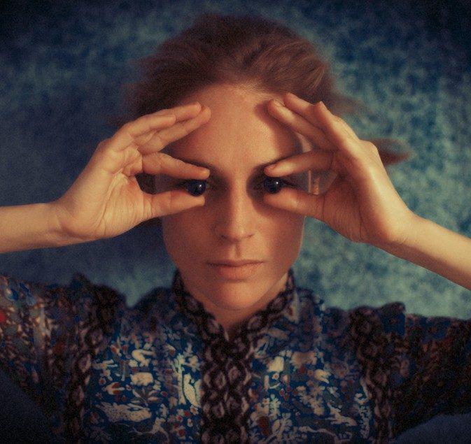 Agnès Obel en concert – Une fille en format philharmonique