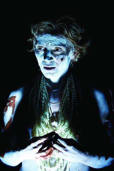 «Ismène», Marianne Pousseur seule en scène pour le premier volet de la «Trilogie des éléments» à l'Athénée
