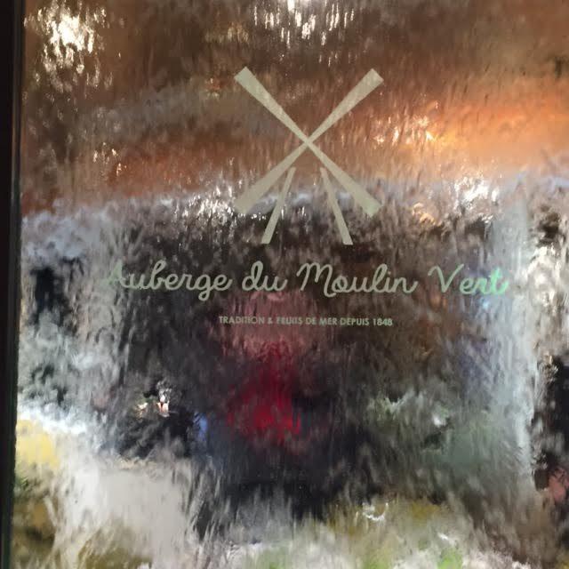 L'Auberge du Moulin Vert : quand la guinguette rencontre la brasserie au coeur de Paris