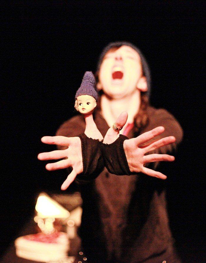 Un «Kiwi» à la langue savoureuse, adapté par deux manipulateurs de talent [Biennale des Arts de la Marionnette]