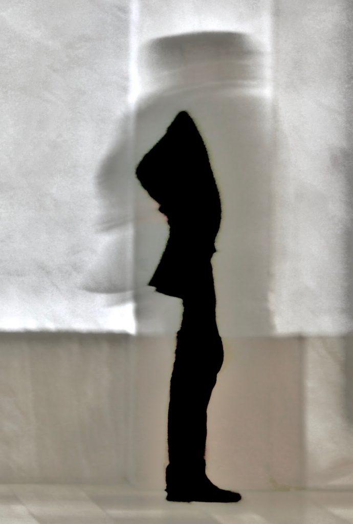 «Passerelle» : les photos de Jean-Claude N'Doumbé et Frédéric Bien interrogent la trace et le mouvement