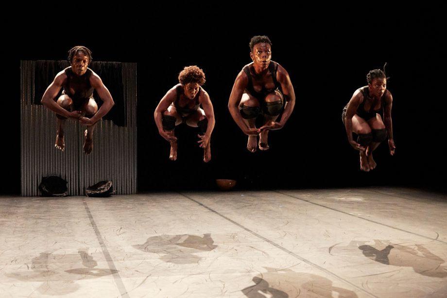 Tichèlbè, Sans repères, et Figninto – l'oeil troué, la danse africaine subsaharienne est au Festival d'Avignon
