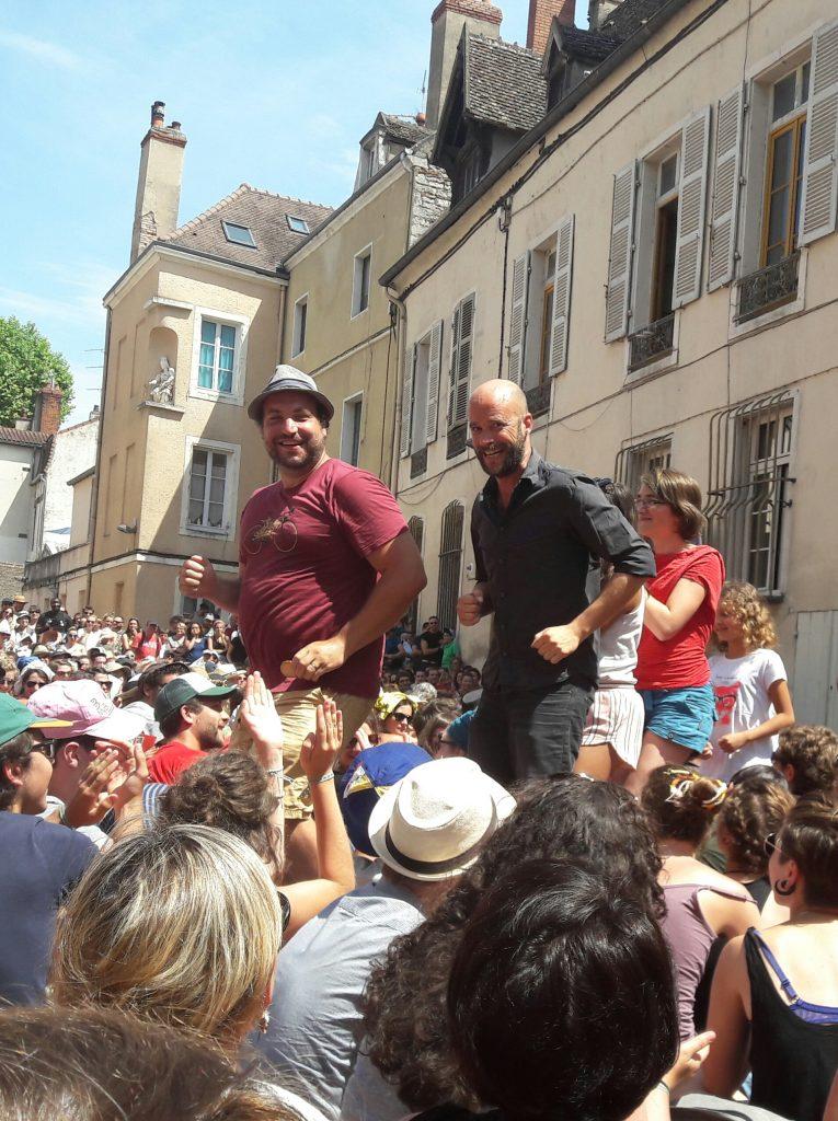 Avec «Germinal», Les Batteurs de Pavés font gronder la révolte ouvrière dans Chalon [Chalon Dans La Rue]
