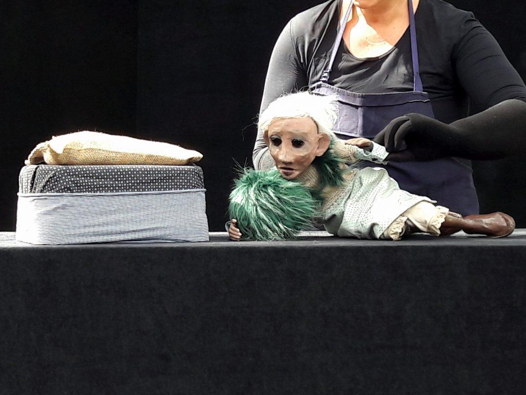«Blanche Aurore Céleste», récit de vie délicat pour jolie marionnette [Chalon Dans La Rue]