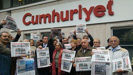 Les journalistes turcs de Cumhuriyet jugés depuis hier pour soutien au terrorisme