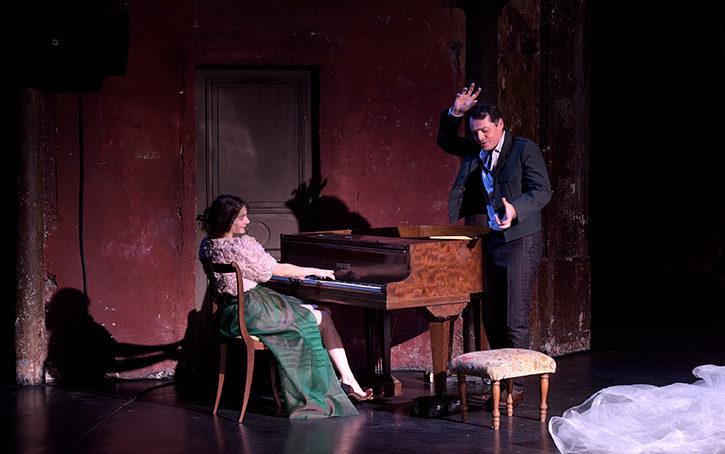 Une Traviata bohême, fleurie et réussie aux Bouffes du Nord