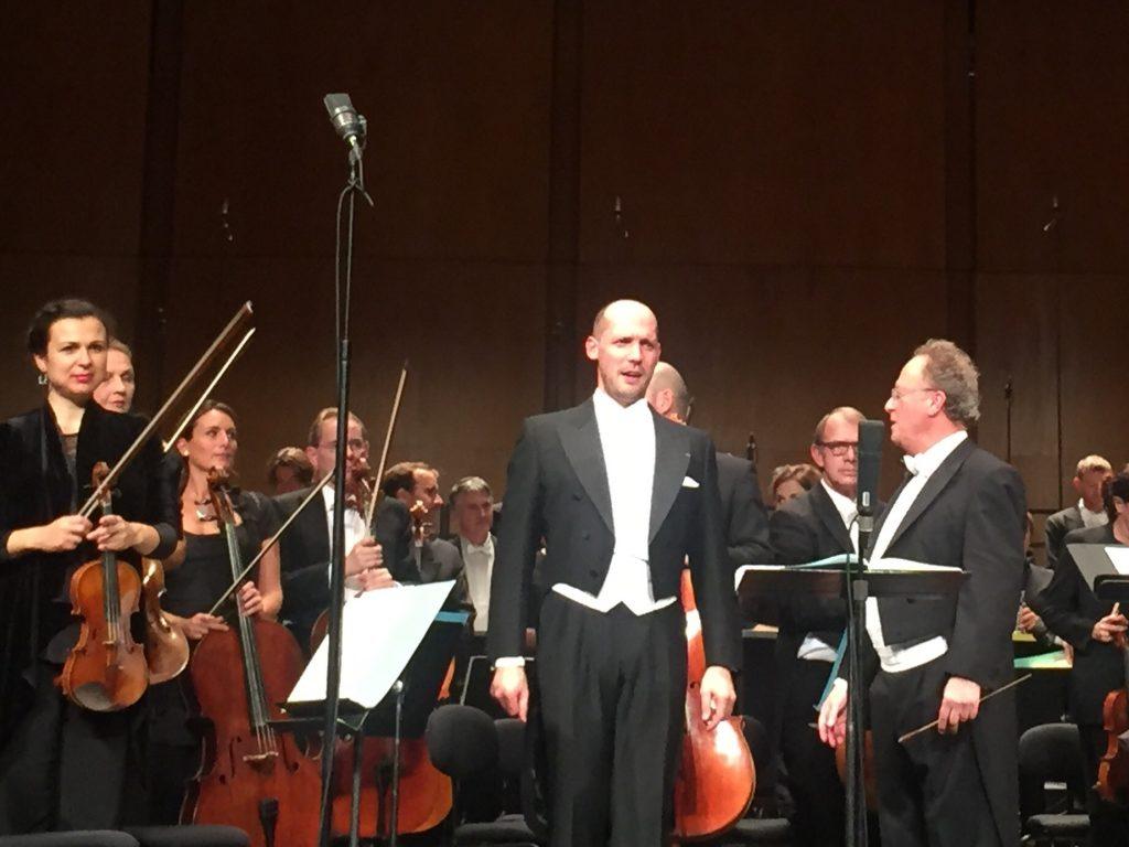 L'Orchestre National de France, Emmanuel Krivine, le Chœur de Radio France et Stephane Degout chantent le deuil en allemand au Théâtre des Champs-Elysées [Live-Report]