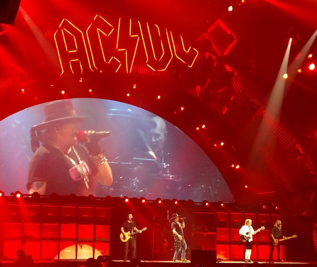 Décès de George Young, le producteur d'AC/DC et guitariste de The Easybeats