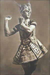 Walery Photographie Nijinsky dans le Dieu bleu Ballet de Michel Fokine Création au Théâtre du Chatelet en 1912 Photo Annie Dalbéra
