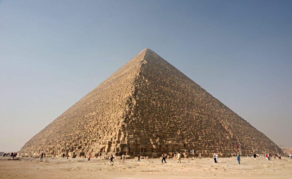 Un énorme trou découvert dans la pyramide de Khéops