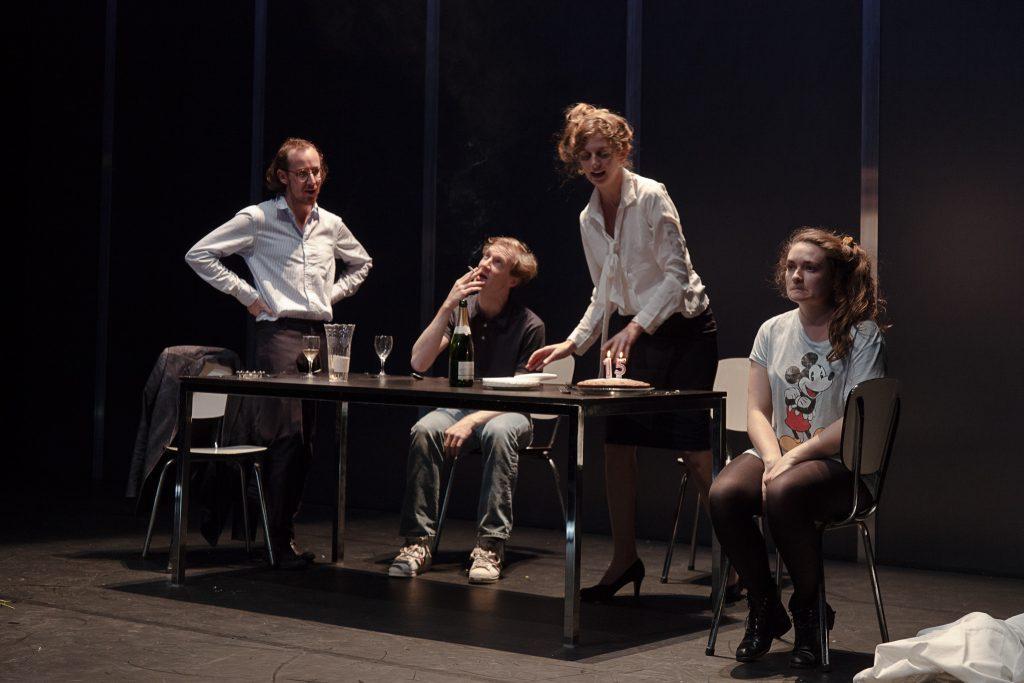 LOVE, LOVE, LOVE  De : Mike Bartlett Mise en scène : Nora Granovsky au Théâtre de Suresnes