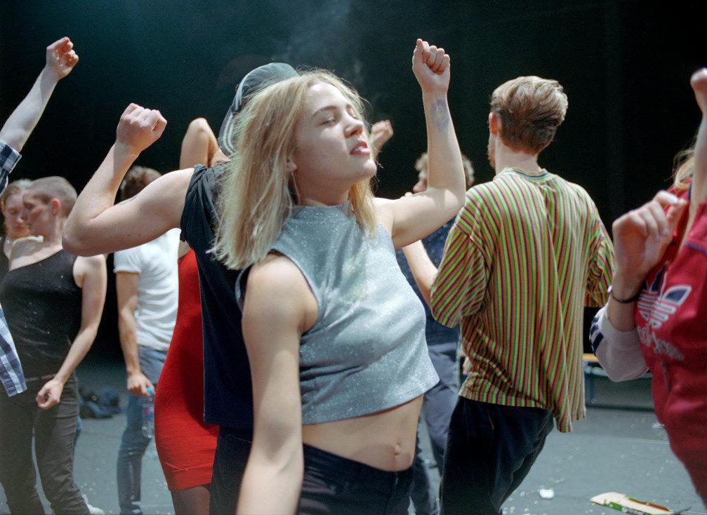 Crowd de Gisèle Vienne : une rave party en slow motion