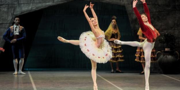Un Don Quichotte comme dans les contes de fées par le Ballet Nacional Sodre au Festival de Danse de Cannes