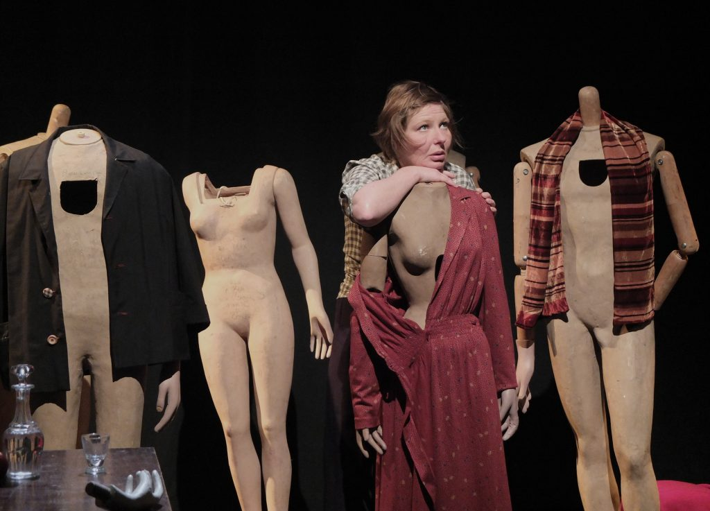 «Max Gericke», travestie, dévastée, mais disserte: du théâtre âpre comme une froide vérité