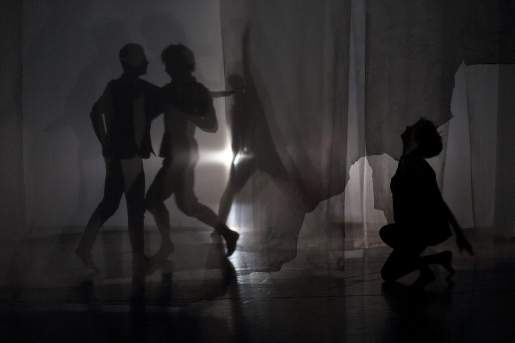 Flood, les exigeantes répétitions de Daniel Linehan au Centre Pompidou