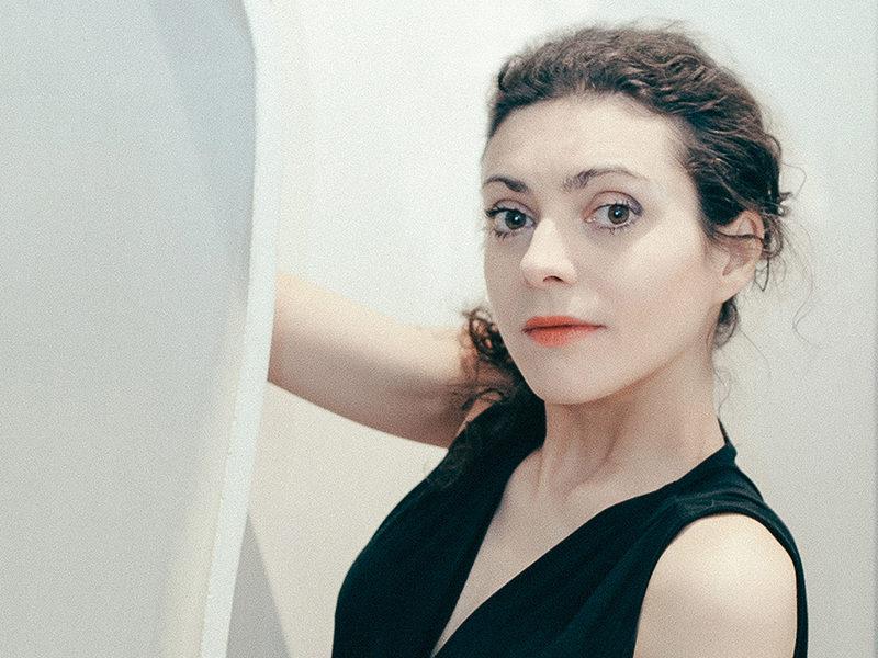 Milène Guermont et la main qui caresse le béton [Portrait]