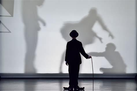 Chaplin en pas de danse