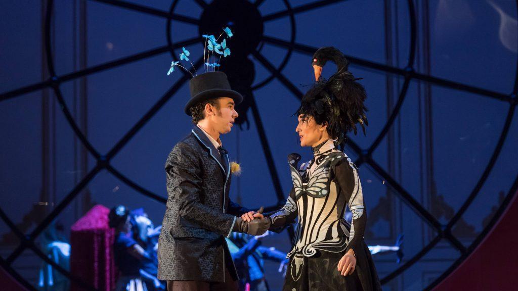 Le Domino Noir: opéra romantico-vaudevillesque servi par une belle légion de chanteurs-comédiens