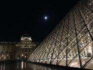 pyramide-du-louve-nuit