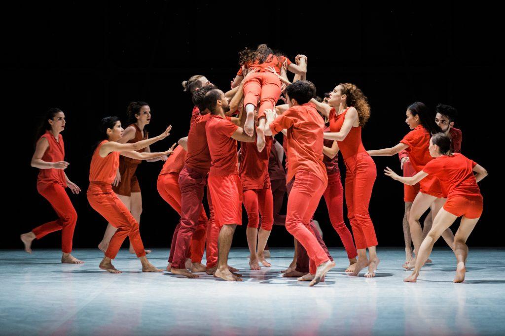Le Ballet de Lorraine dans un vol d'étourneaux