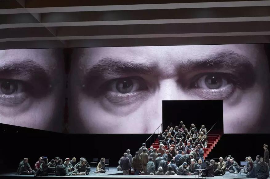 """""""Boris Godounov"""" à l'Opéra Bastille : la solitude du pouvoir revisitée par Ivo Van Hove"""