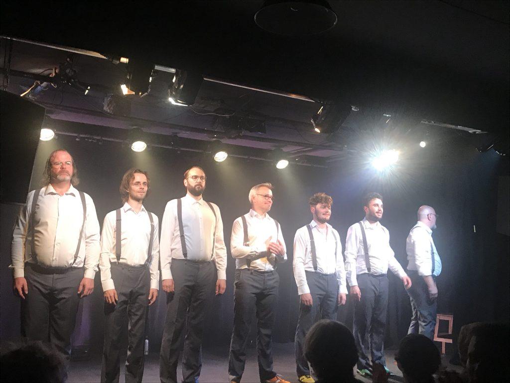 Parité mon Q : Sept garçons paillards et élégants au Forum Léo Ferré