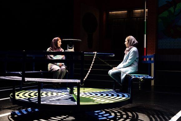 «Summerless» : Amir Reza Koohestani nous confronte à la folie de l'ordre iranien au Festival d'Avignon