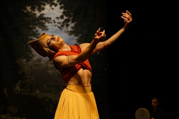 «Romances Inciertos, un autre Orlando» : le talent androgyne de François Chaignaud règne sur Avignon
