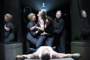 ivo-van-hove-monte-tragedies-romaines-de-shakespeare-au-theatre-de-chaillot-1500x1000