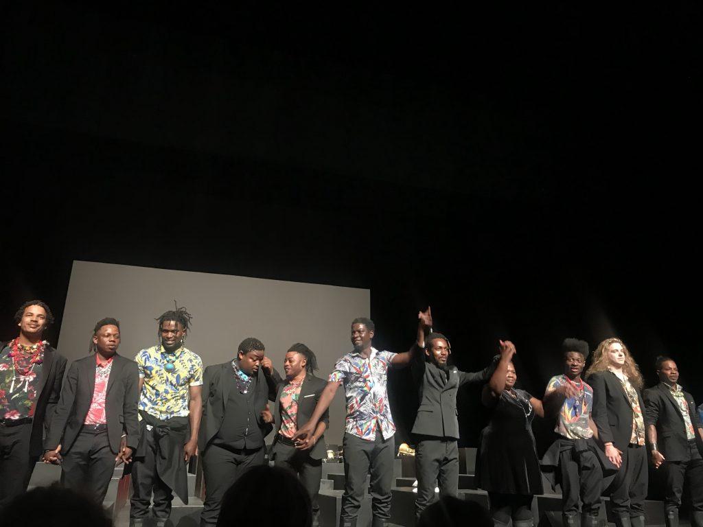«Requiem pour L.» : les milles voix du deuil par Cassol et Platel émerveillent le Festival de Marseille
