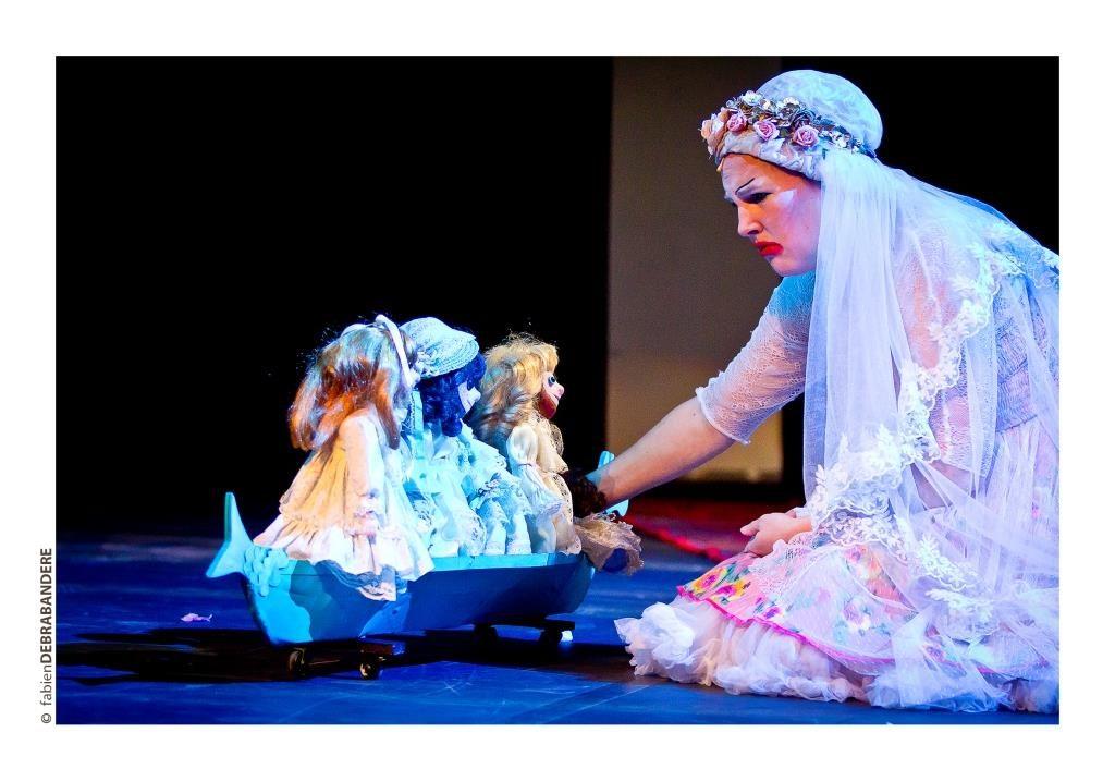 «Les enfants c'est moi», Amélie Roman a vu la vierge au Off d'Avignon, et maman, c'est vachement bien !