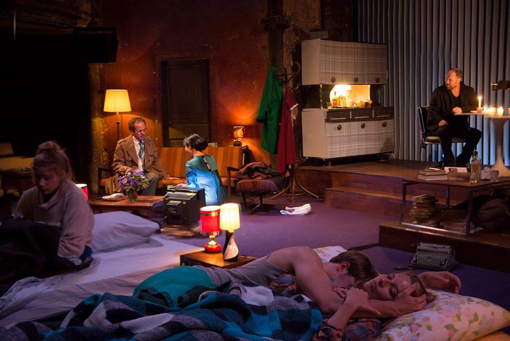 Love me tender, Guillaume Vincent met les couples en miroir au Théâtre des Bouffes du Nord