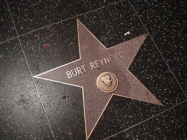 La vedette du Hollywood des années 70 et 80 Burt Reynolds est mort à l'âge de 82 ans