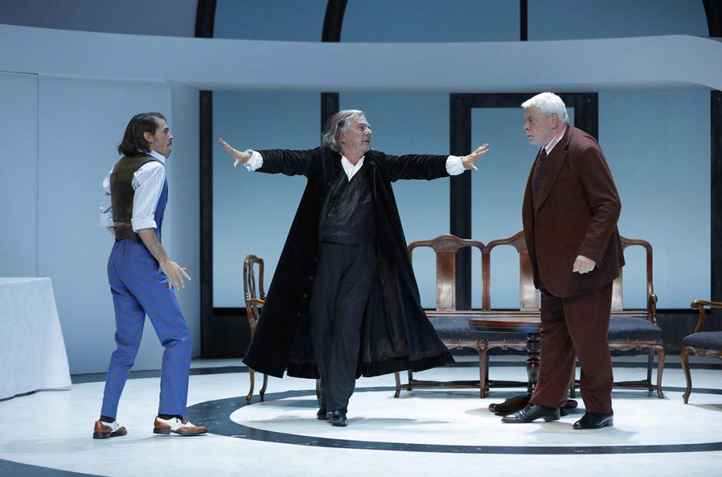 Le Tartuffe de Peter Stein au Théâtre de la Porte Saint-Martin est sur-prenant