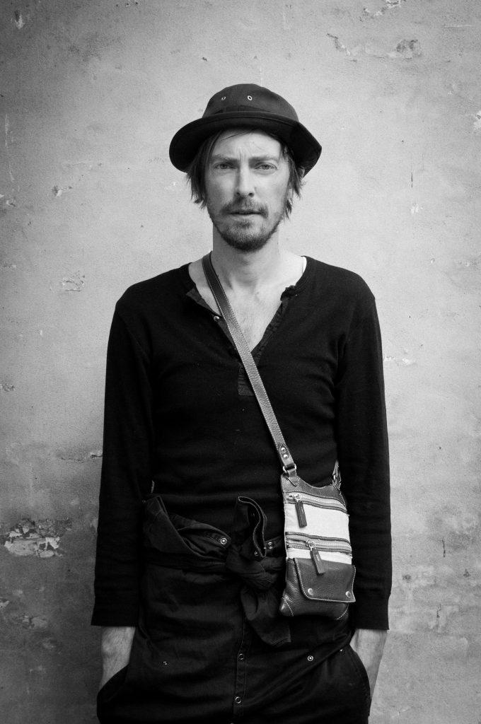 Henrik Vibskov, créateur de mode singulier et artiste pluriel
