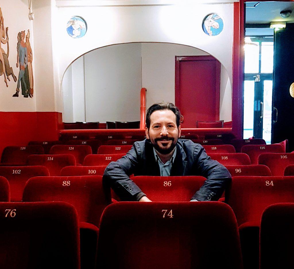 Entretien avec Régis Mailhot, directeur du Théâtre des Deux Ânes, qui défend le «rire qui comme résistance»